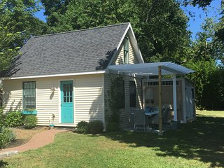 """The perfect """"tiny home"""" available NOW! - Middletown vacation rentals"""