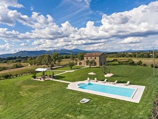 Bright Villa with Internet Access and Shared Outdoor Pool - San Quirico di Sorano vacation rentals