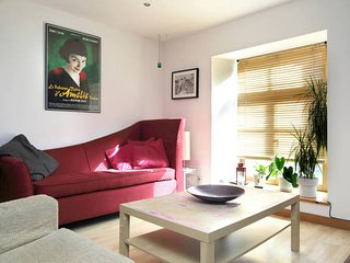 Bright One Bedroom Flat With Cat Sleeps Up to 4 - Edinburgh vacation rentals