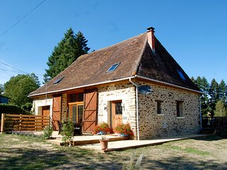 Luxury Barn with Hot Tub & Fresh Water Lake - Saint-Priest-les-Fougeres vacation rentals