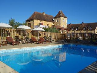 1 Bedroom Gite, peaceful location, large pool. - Saint-Aubin-de-Nabirat vacation rentals