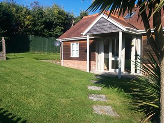 Nice 2 bedroom Charmouth Cottage with Internet Access - Charmouth vacation rentals