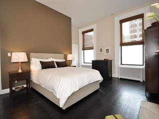 City Glam - LEGAL 4 Bedroom for a NYC Experience - New York City vacation rentals
