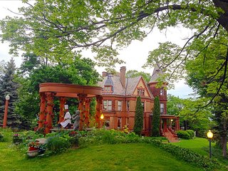 Henderson Castle Est 1895 Historical Landmark - Kalamazoo vacation rentals