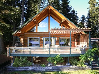Memorial Day Weekend Open + Lake Front with Paddle Boat Included - Rathdrum vacation rentals