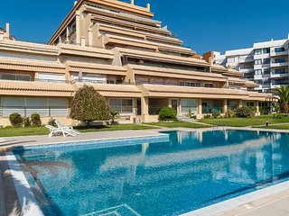 Perfect 2 bedroom Cascais Apartment with Internet Access - Cascais vacation rentals