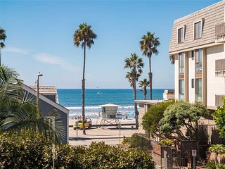 Nice House with Shared Outdoor Pool and Water Views - Oceanside vacation rentals