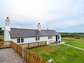 CROWN COTTAGE, all ground floor, WiFi, pet-friendly, Holywell, Ref 16474 - Holywell vacation rentals