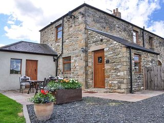 THE BARN COTTAGE, stone cottage, woodburner, WiFi, pet-friendly, near Hexham, Ref 916544 - Hexham vacation rentals