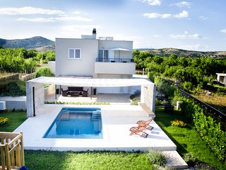 TH01537 Holiday house Sofia Dalmatia - Dugopolje vacation rentals