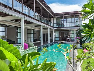 5 - 8 Bedroom, Luxury villa, great views. - Kedonganan vacation rentals