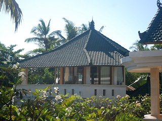 Cozy 2 bedroom Sembiran Villa with A/C - Sembiran vacation rentals