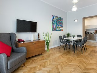 LUXE *NEW*2 bed *2 bath*CENTRAL*A/C - Krakow vacation rentals