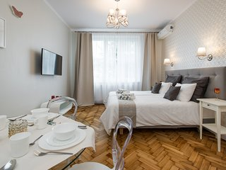 LUXE NEW*2 bed*Sleeps 4*CENTRAL*A/C - Krakow vacation rentals