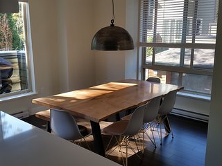 Bright & Comfortable North Vancouver Townhouse - North Vancouver vacation rentals