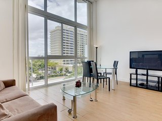 Light-filled condo with beach access and a shared pool, gym, and tennis! - Miami Beach vacation rentals