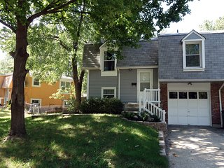 Cozy 3/2 house - great location - everything NEW! - Overland Park vacation rentals