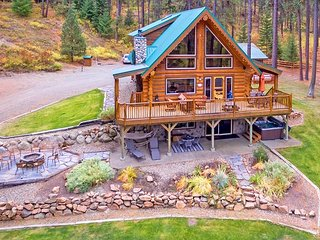 Picturesque Log Cabin on 5 Private Acres!  5BR | Hot Tub! | WiFi | Slps 14 - Cle Elum vacation rentals