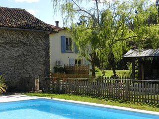 Lovely 2 bedroom Gite in Hagetmau with Internet Access - Hagetmau vacation rentals