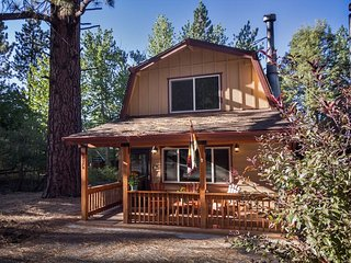 Cozy 2 bedroom Moonridge Cabin with Hot Tub - Moonridge vacation rentals