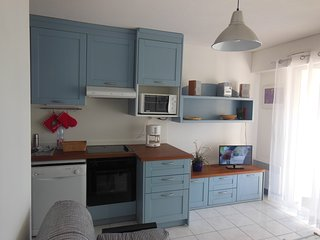 Charming Condo with Satellite Or Cable TV and Cleaning Service - Port Grimaud vacation rentals