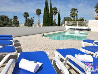 Vila Brejos, magnifica moradia com piscina perto de tudo, acomoda 10 pessoas - Albufeira vacation rentals