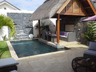 EXCEPTIONNELLE VILLA 2 CHAMBRES EN SUITE - Grand Baie vacation rentals