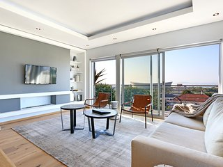 Modern 2 Bedroom Apartment - Oceanscape - Cape Town vacation rentals