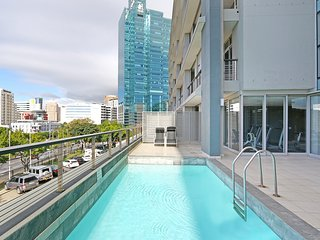 Superior 2 Bed - Harbouredge Suites by Totalstay - Cape Town vacation rentals