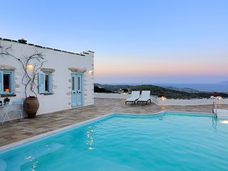 Villa Loanna – Stunning villa on Paros Island with a pool, furnished terrace and stunning views! - Lefkes vacation rentals