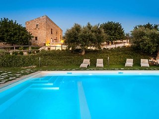 Villa Scicli holiday vacation large villa rental italy, sicily, scicli, pool, WiFi, short term long term large villa to rent to let - Scicli vacation rentals