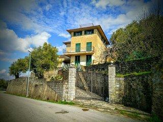Landhaus im Olivenhain - Meerblick. Für 12-16 Pers - Marina di Ascea vacation rentals