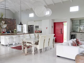 GRAND OAK VILLA - (NEW AVAILABLE FOR XMAS/NEW YEAR - Noordhoek vacation rentals