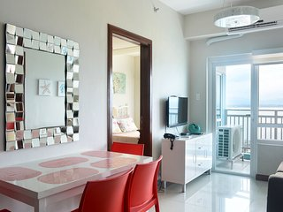 Exquisite 2-Bedroom Seaside Apartment in Mactan Cebu - Lapu Lapu vacation rentals