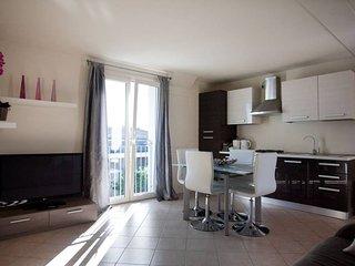 Gorgeous Lake Garda 1 bedroom apartment (8) - Desenzano Del Garda vacation rentals