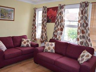 5 Bedroom house, 3 Bathrooms, sleeps 14 - London vacation rentals