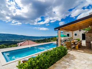 Villa Falcon Rook- Four-Bedroom Villa with Terrace - Dunave Krajnje vacation rentals