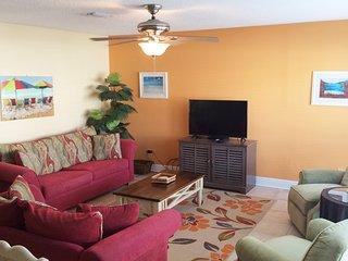 Beautifully Decorated Condo, Sleeps 6 - Navarre vacation rentals