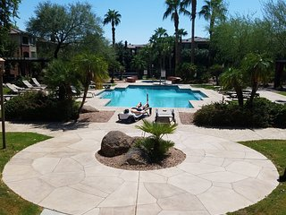 Papago 2BR Condo near Zoo, ASU, Golf, Light Rail, - Phoenix vacation rentals