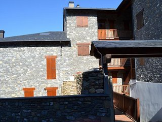 Comfortable 4 bedroom Condo in Alp - Alp vacation rentals