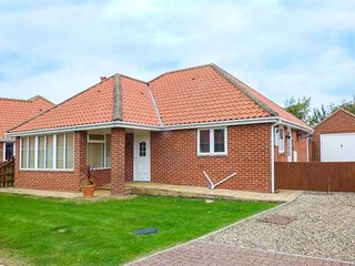 3 GAP CRESCENT, detached bungalow, open fire, WiFi, close to beach, Hunmanby, Ref 944519 - Hunmanby vacation rentals