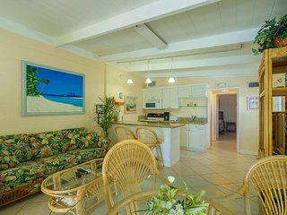 3 Min Walk to Cabana Club, Pool & Inch Beach, DOCK, WiFi BIG SALE 4/22-5/27 $895 - Key Colony Beach vacation rentals