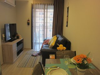 500 meters walk to BTS, Closed to platinum market - Bangkok vacation rentals