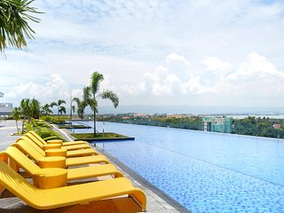 Luxury 1-Bedroom in Mactan Newtown - Lapu Lapu vacation rentals