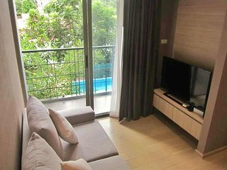 800meters walk to BTS, and Super City Center Condo - Bangkok vacation rentals