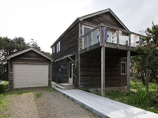 CHINOOKERY~MCA# 1441~GREAT LOCATION! VIEWS OF THE OCEAN!!   NOW WITH WIFI!! - Manzanita vacation rentals