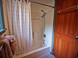 LITTLE APPLE COTTAGE ~ MCA# 1207 ~ Great location! New Peek-A-Boo OCEAN VIEW! - Manzanita vacation rentals