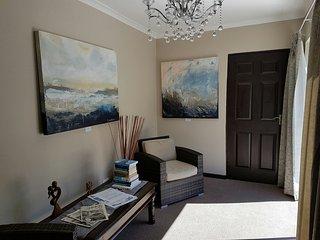 Nice 1 bedroom Private room in Hermanus with Television - Hermanus vacation rentals
