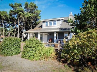 Treasure Cove~MCA#1337~Large nautical themed home just a block to the beach. - Manzanita vacation rentals