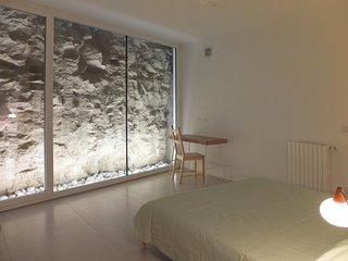 """Camera con vista sulla roccia detta """"Timpa"""" atmosfera suggestiva - Ragusa Ibla vacation rentals"""